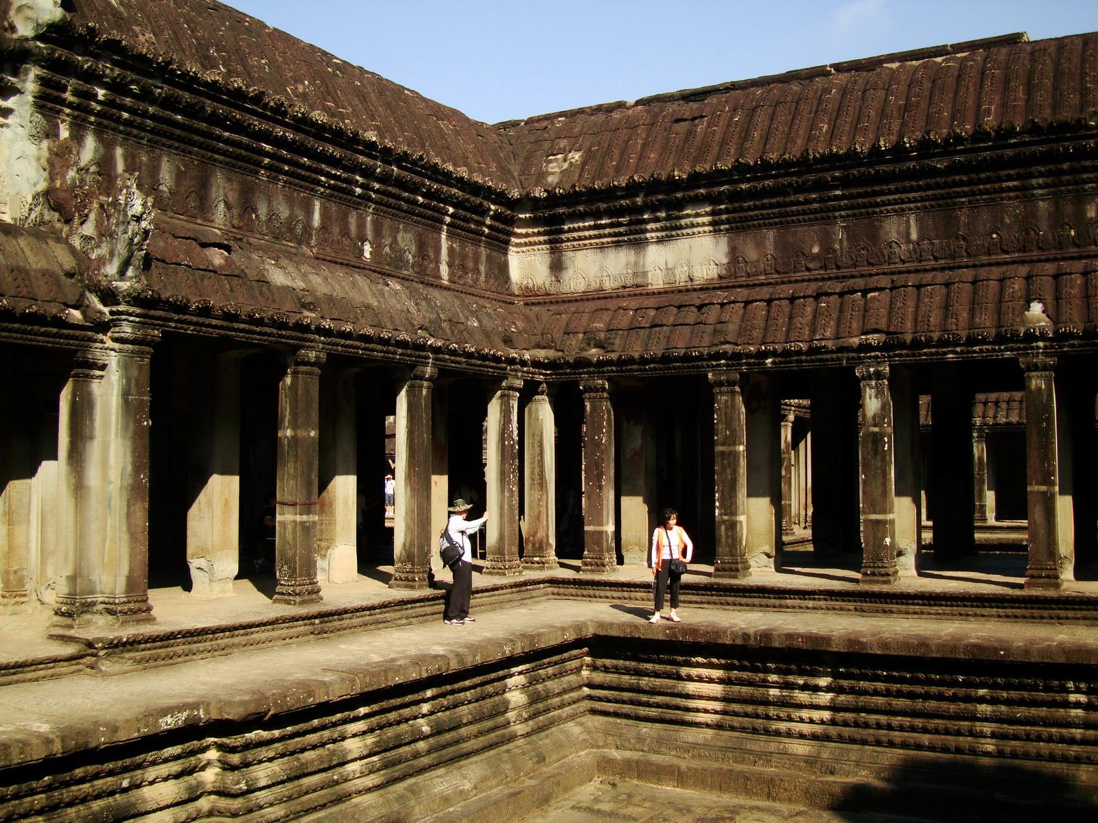 Angkor Wat inner sanctuary gallery columns and passageways 14