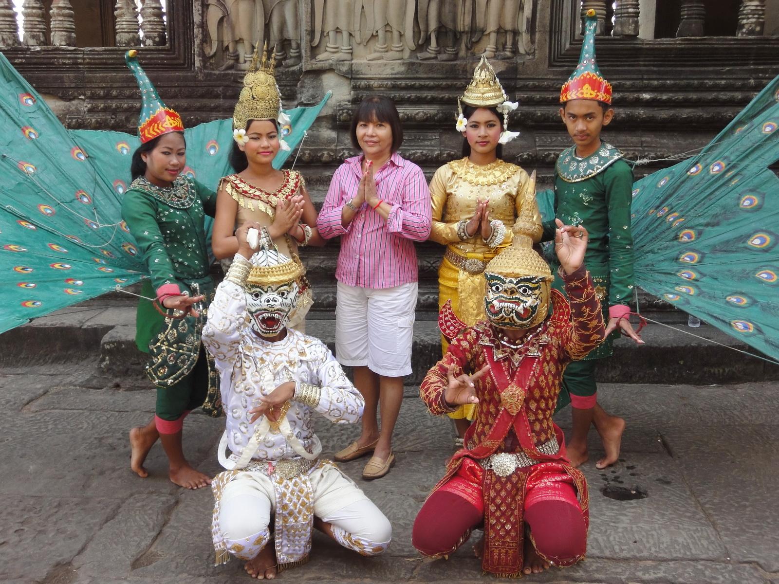 Angkor Wat modern day dancing apsaras 05