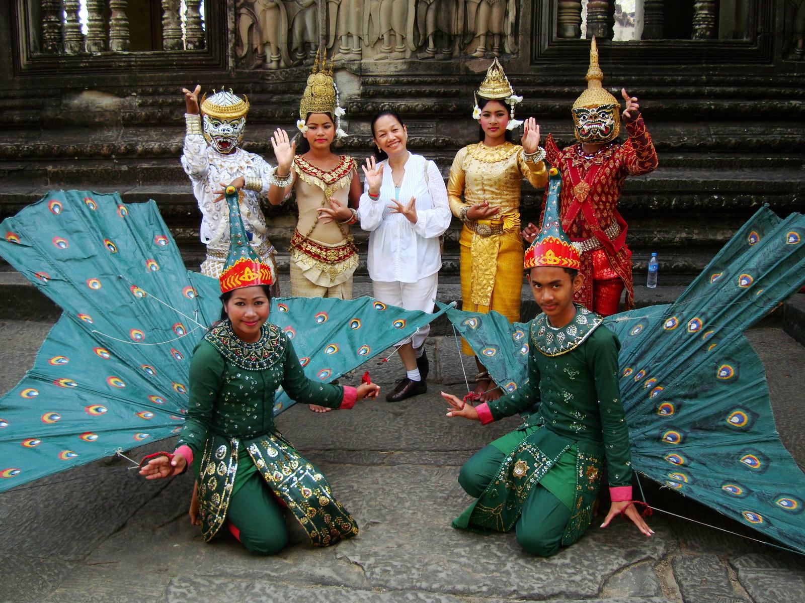 Angkor Wat modern day dancing apsaras 08