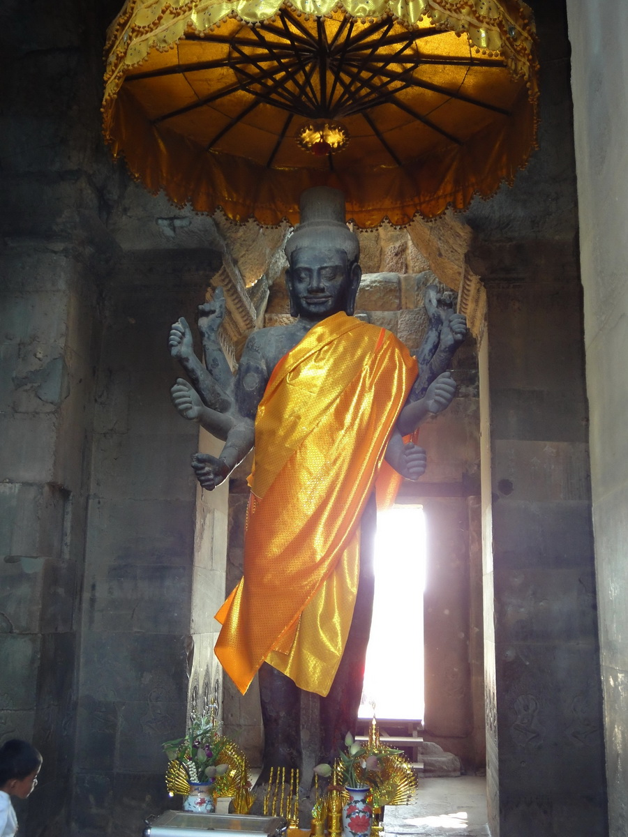 Angkor Wat outer Western Gopura Buddhas 02