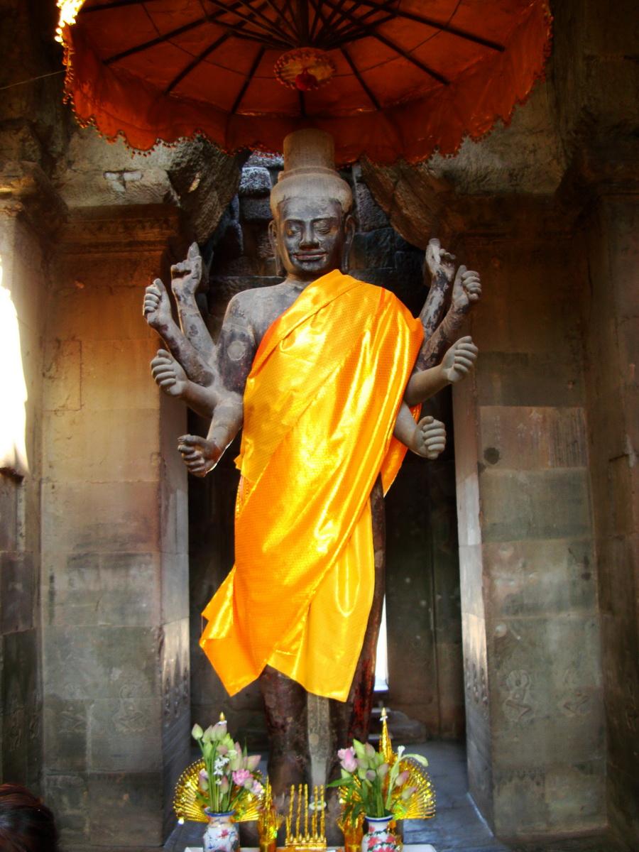 Angkor Wat outer Western Gopura Buddhas 04