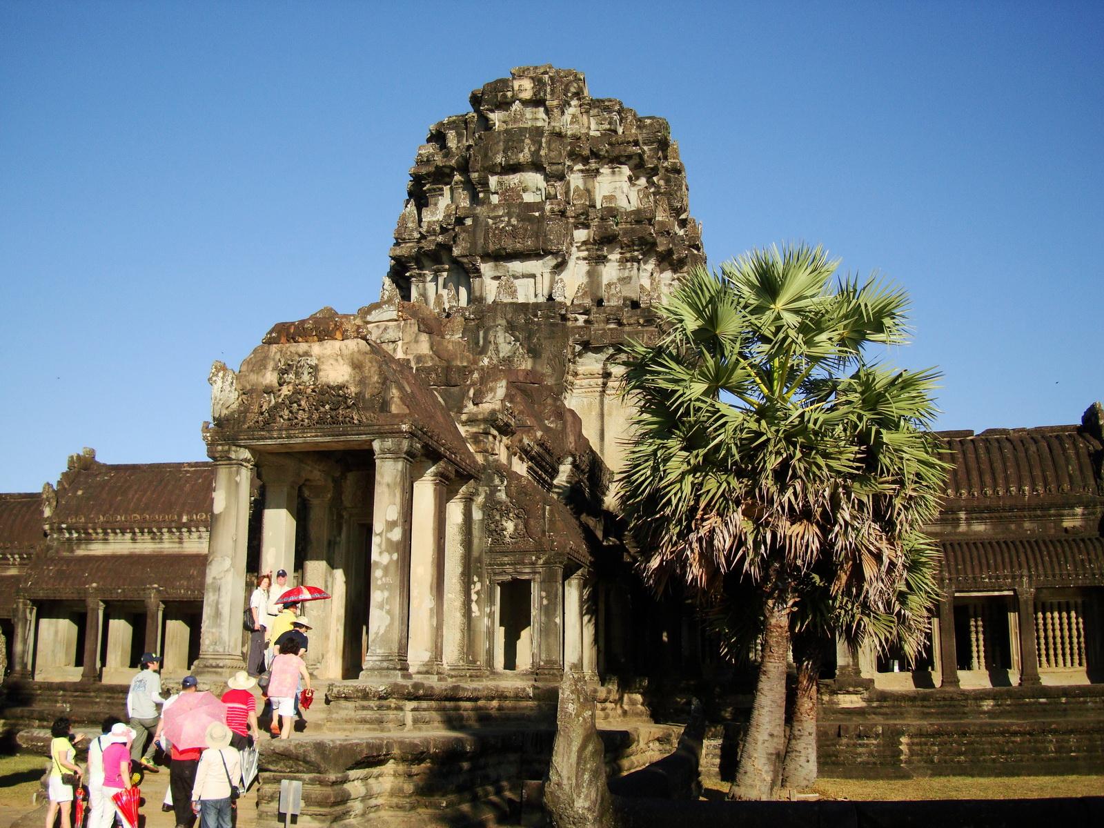 Angkor Wat panoramic views Western Gopura outside 02