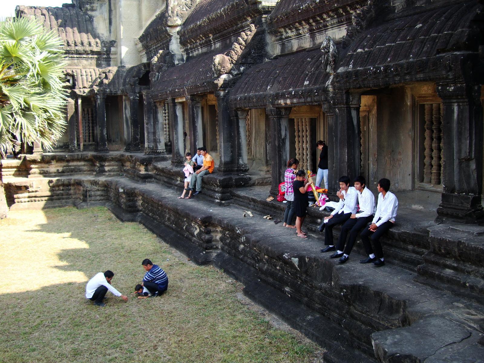 Angkor Wat panoramic views Western Gopura outside 05