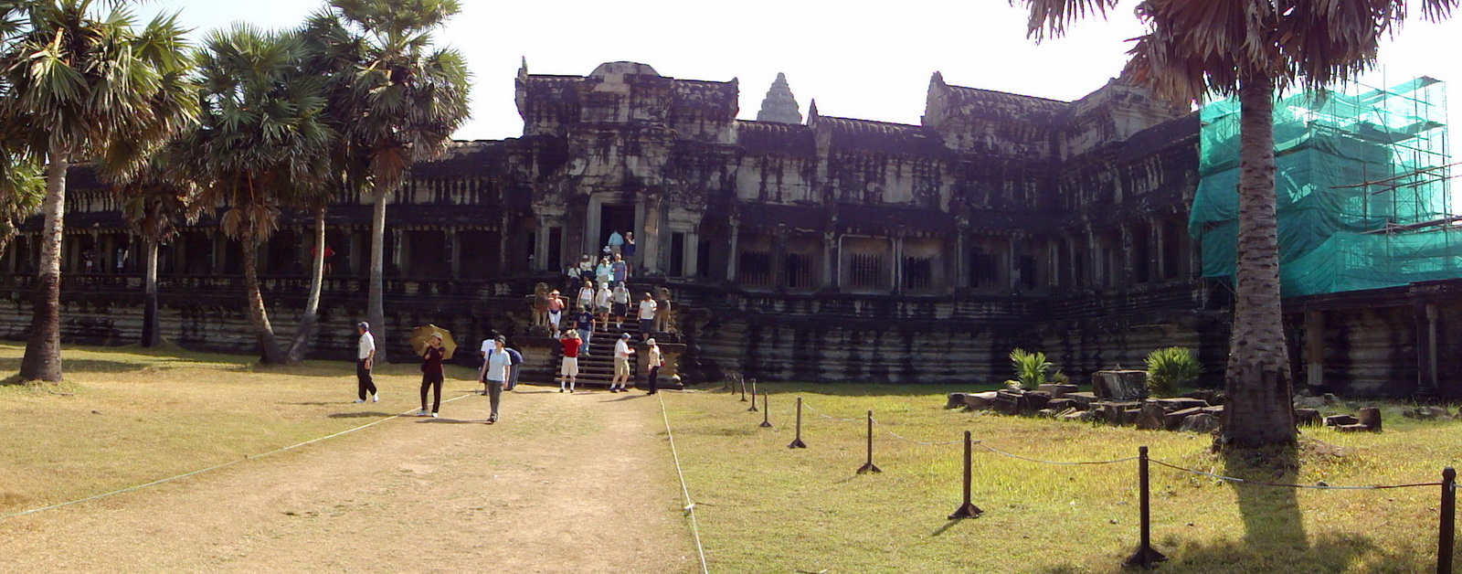 Angkor Wat west gallery entrance 01