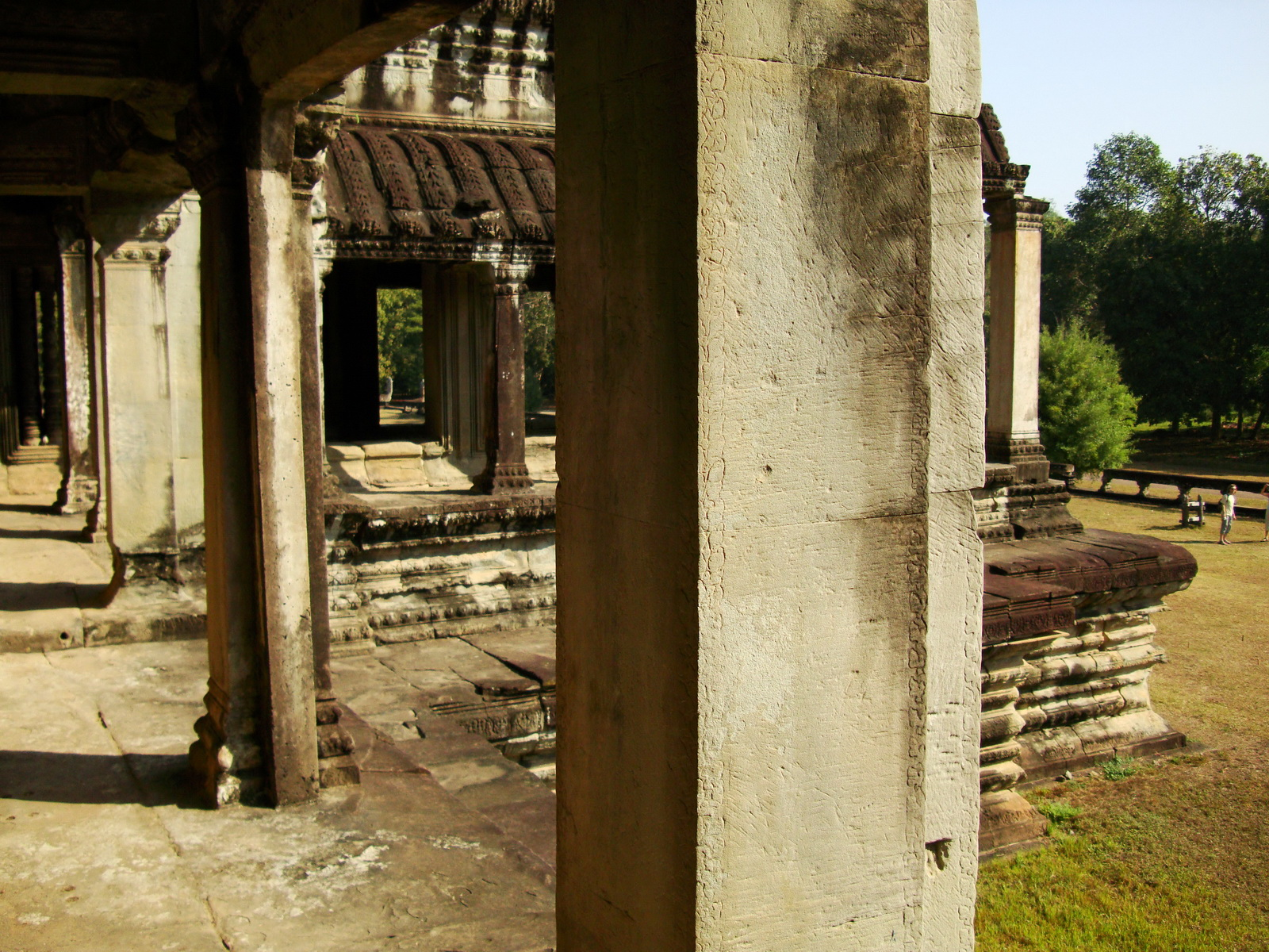Khmer architecture east gallery south wing passageways 01