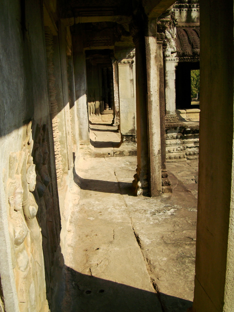 Khmer architecture east gallery south wing passageways 02