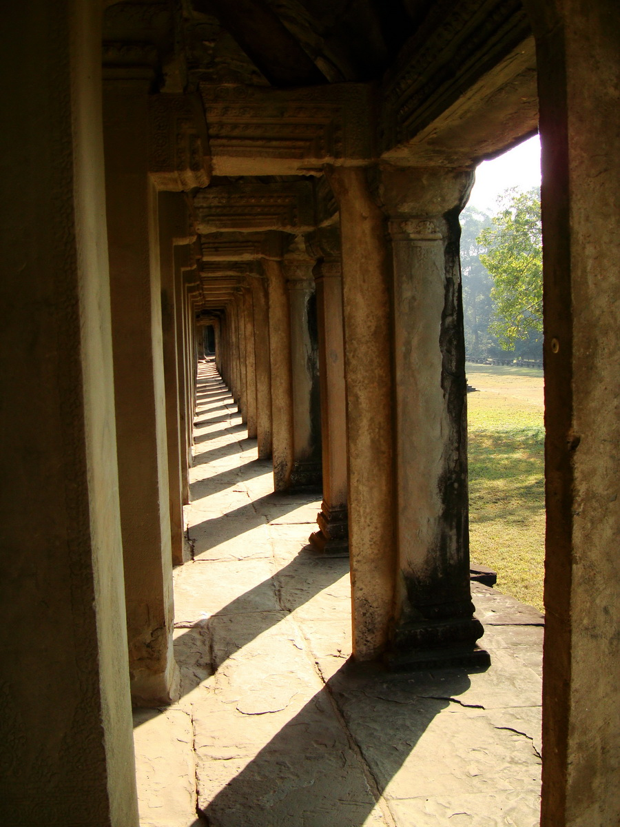 Khmer architecture east gallery south wing passageways 10