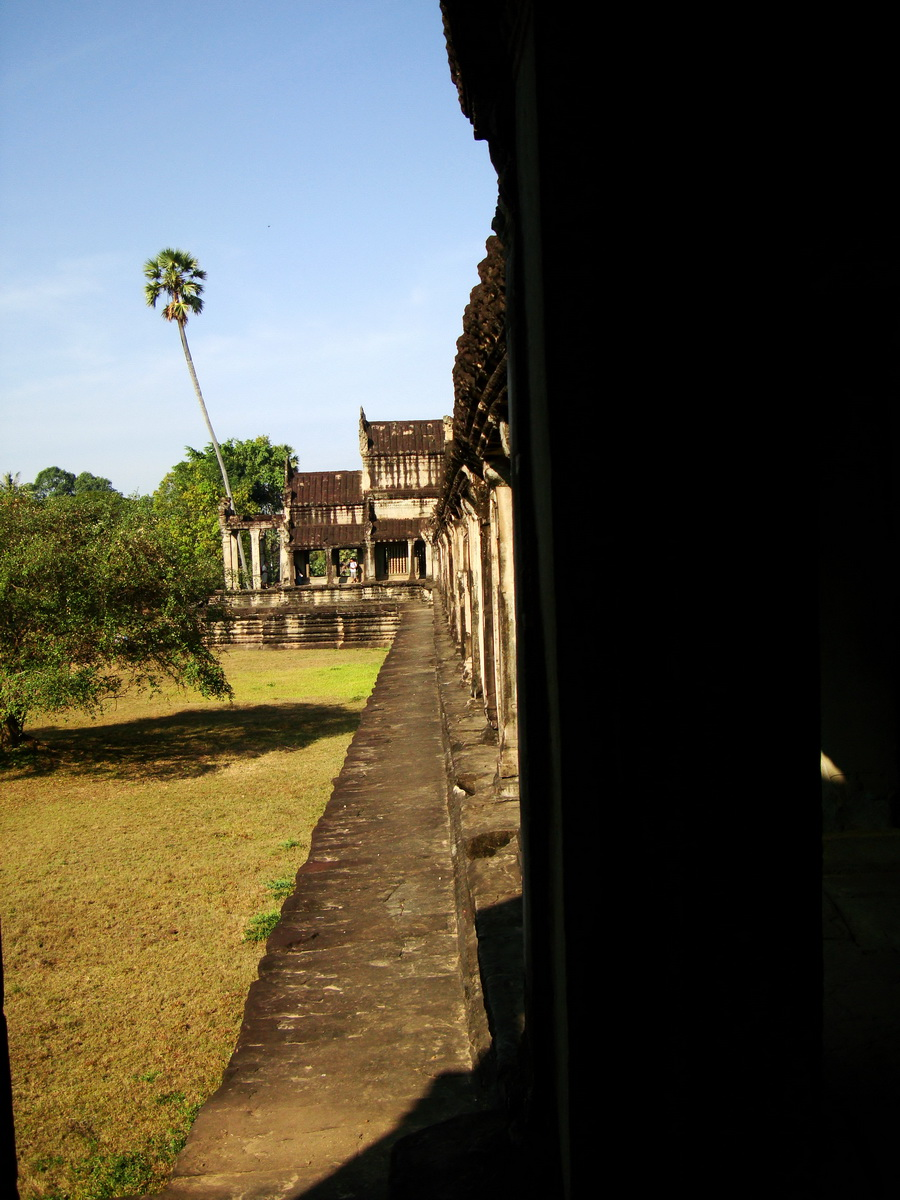 Khmer architecture east gallery south wing passageways 11