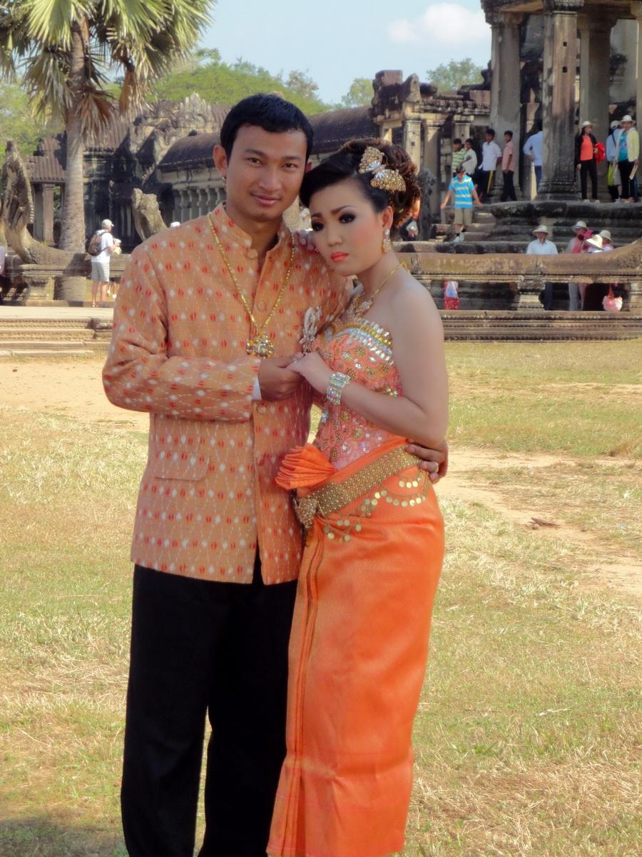 Traditional bride and groom fotos Angkor Wat Siem Reap Cambodian 02