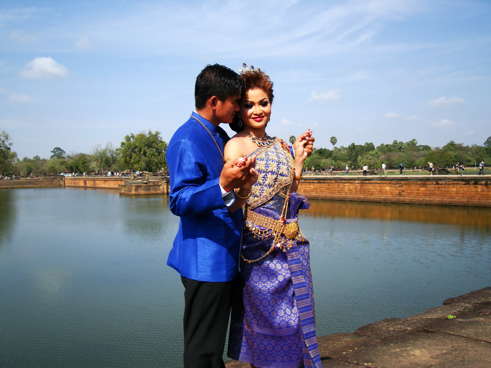 Traditional bride and groom fotos Angkor Wat Siem Reap Cambodian 10