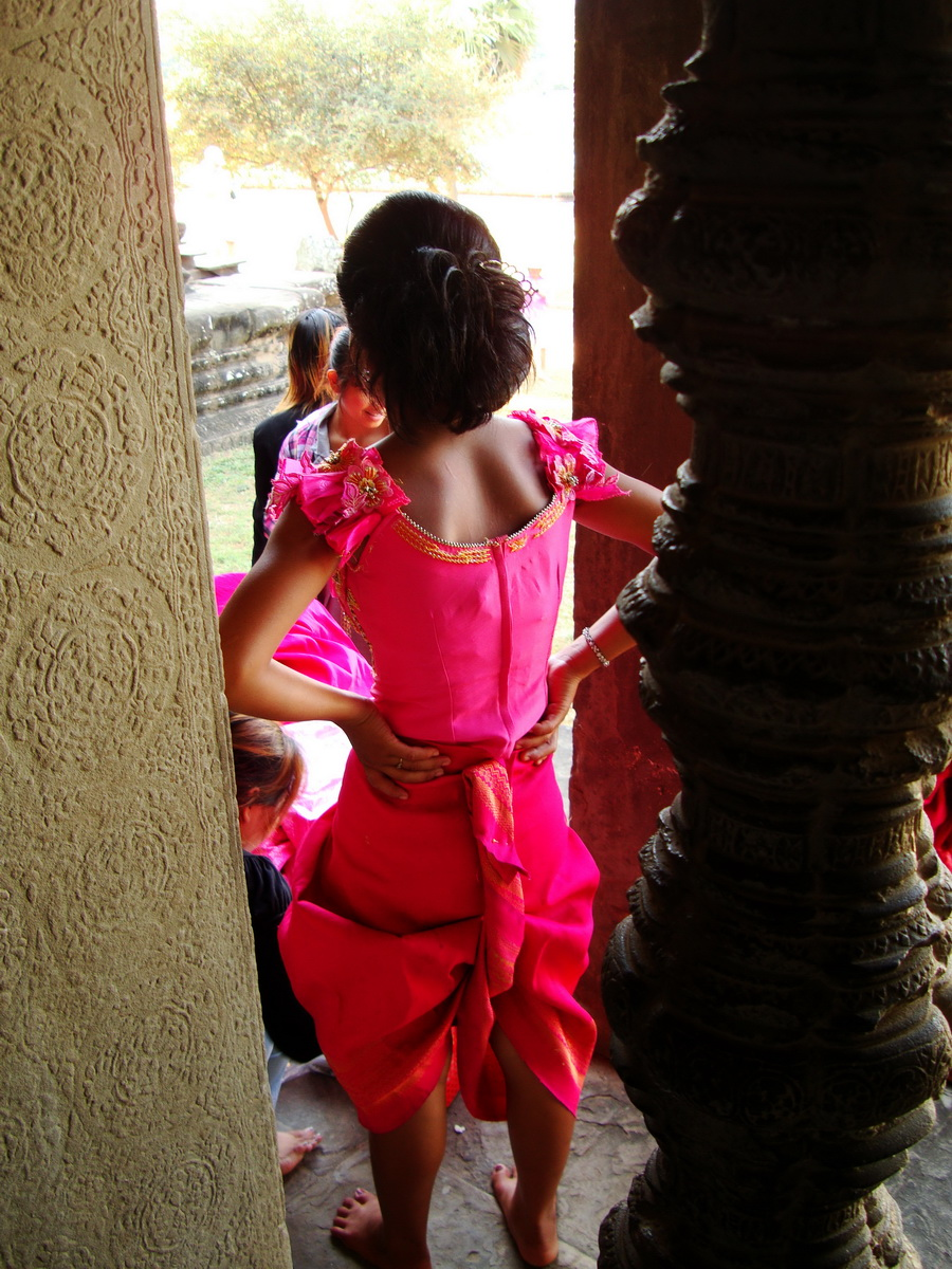 Traditional bridesmaid fotos Angkor Wat Siem Reap Cambodian 01