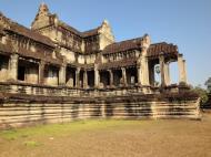Asisbiz Angkor Wat Khmer architecture eastern gallery entrance 05
