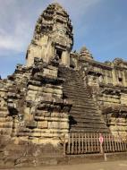 Asisbiz Angkor Wat Khmer architecture inner sanctuary E entrance 06