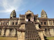 Asisbiz Angkor Wat Khmer architecture internal gallery E entrance 02