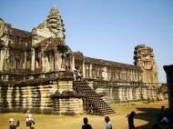 Asisbiz Angkor Wat Khmer architecture internal gallery E entrance 04