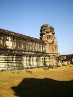 Asisbiz Angkor Wat Khmer architecture internal gallery E entrance 09