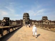 Asisbiz Angkor Wat Western Gopura inside looking west 02