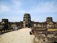 Asisbiz Angkor Wat Western Gopura inside looking west 04