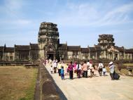 Asisbiz Angkor Wat Western Gopura inside looking west 05