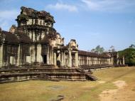 Asisbiz Angkor Wat Western Gopura inside looking west 06