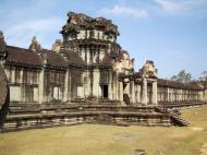 Asisbiz Angkor Wat Western Gopura inside looking west 07