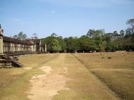 Asisbiz Angkor Wat Western Gopura inside looking west 08
