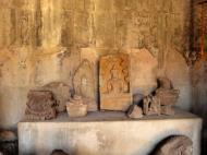 Asisbiz Angkor Wat inner sanctuary gallery Buddha relics 05