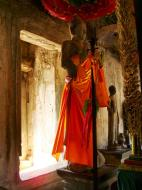 Asisbiz Angkor Wat inner sanctuary gallery Buddhas 01
