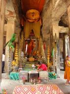 Asisbiz Angkor Wat inner sanctuary gallery Buddhas 05