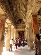 Asisbiz Angkor Wat inner sanctuary gallery columns and passageways 03