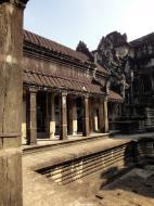Asisbiz Angkor Wat inner sanctuary gallery columns and passageways 13