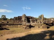 Asisbiz Angkor Wat inner sanctuary gallery columns and passageways 19