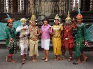 Asisbiz Angkor Wat modern day dancing apsaras 03