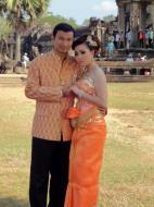 Asisbiz Traditional bride and groom fotos Angkor Wat Siem Reap Cambodian 02