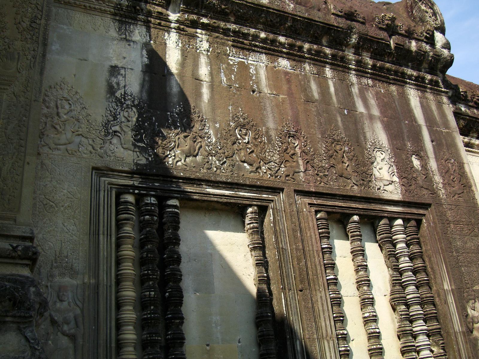 Angkor Wat Khmer architecture bas relief spirit windows 01
