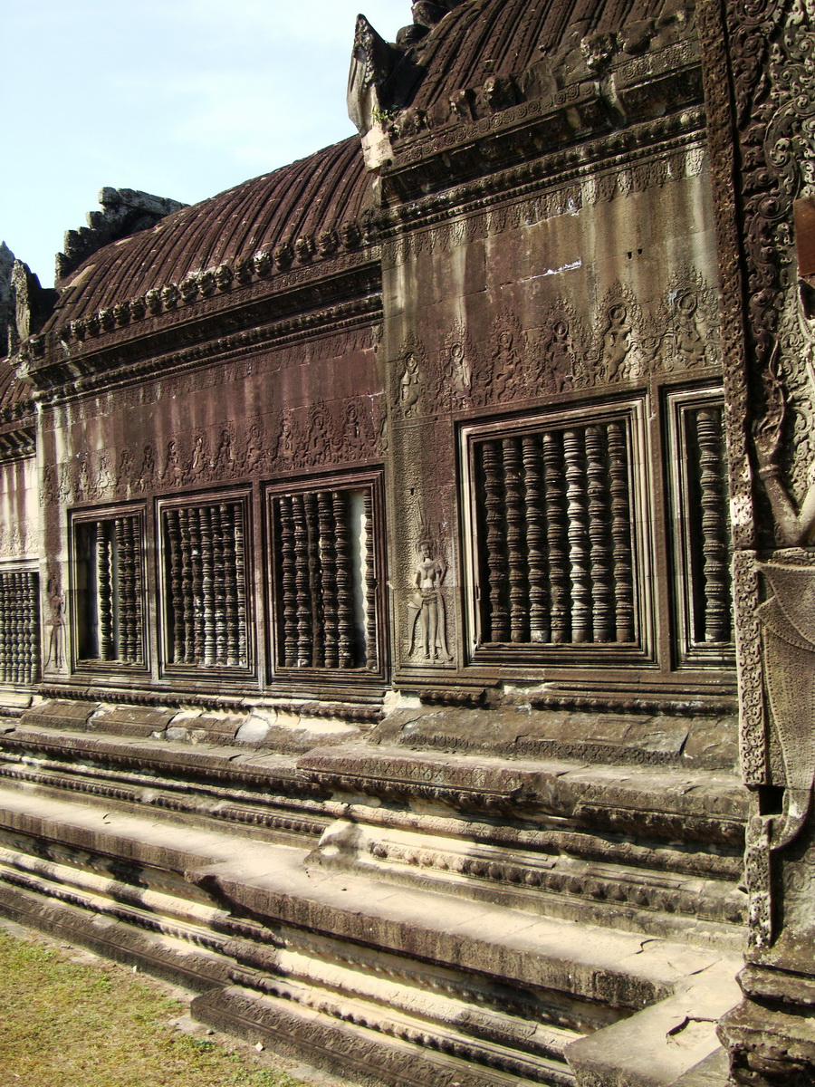 Angkor Wat Khmer architecture bas relief spirit windows 02