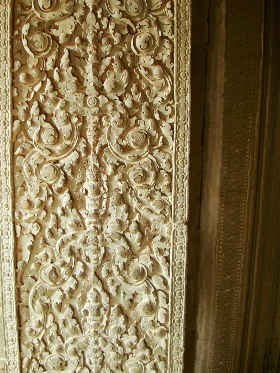 Decorative 12th ce Khmer Style bas relief carvings Angkor Wat 03