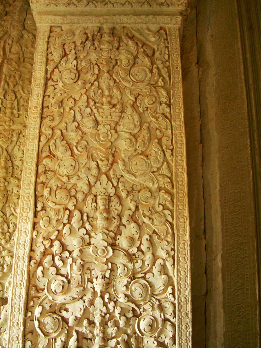 Decorative 12th ce Khmer Style bas relief carvings Angkor Wat 04