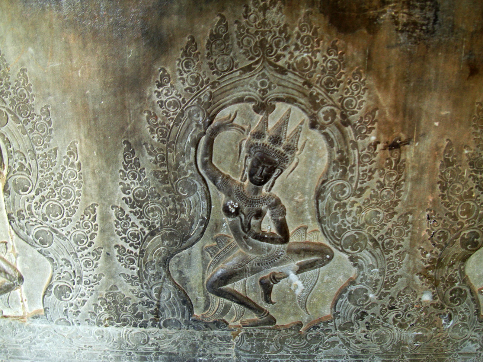 Decorative Khmer Style bas relief dancing apsaras Angkor Wat 01