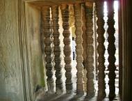 Asisbiz Angkor Wat Khmer architecture bas relief internal windows 02