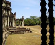 Asisbiz Angkor Wat Khmer architecture bas relief internal windows 05