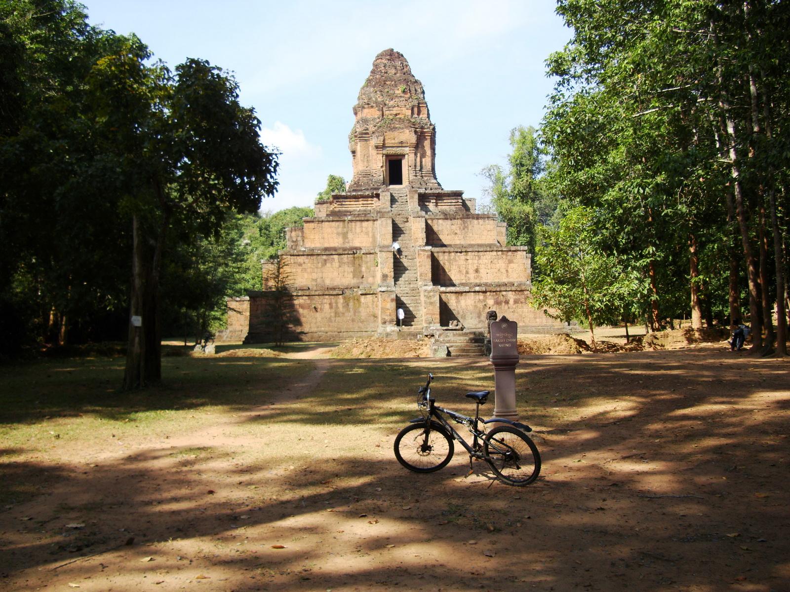 Baksei Chamkrong Temple Angkor Siem Reap Cambodia Jan 2010 06