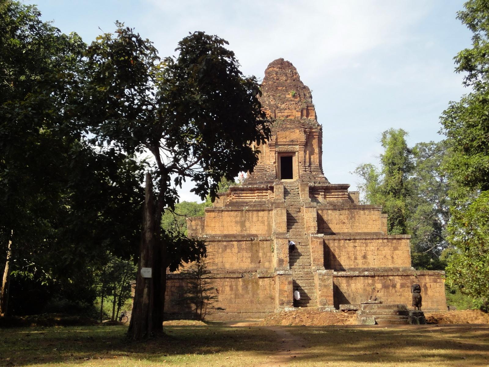 Baksei Chamkrong Temple Angkor Siem Reap Cambodia Jan 2010 08