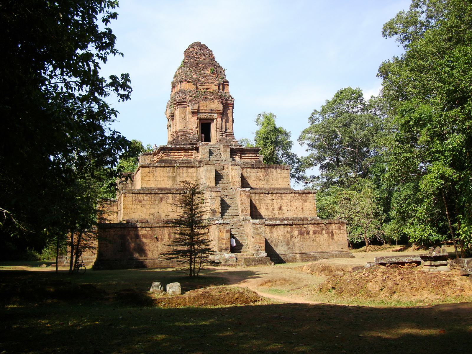 Baksei Chamkrong Temple Angkor Siem Reap Cambodia Jan 2010 10