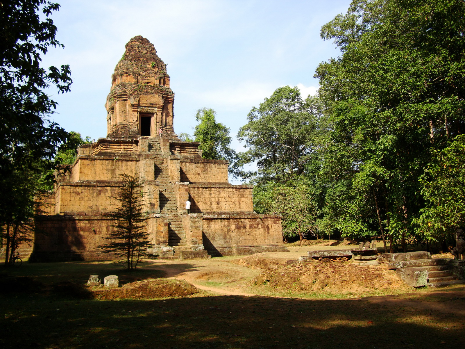 Baksei Chamkrong Temple Angkor Siem Reap Cambodia Jan 2010 11