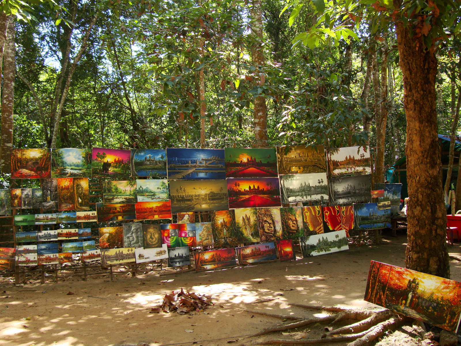 1 Banteay Kdei Temple local artists display their works 01