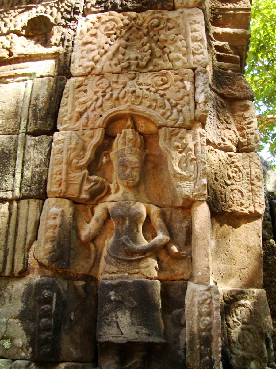 A Banteay Kdei Temple Gopura IV E  Bas relief deva 01