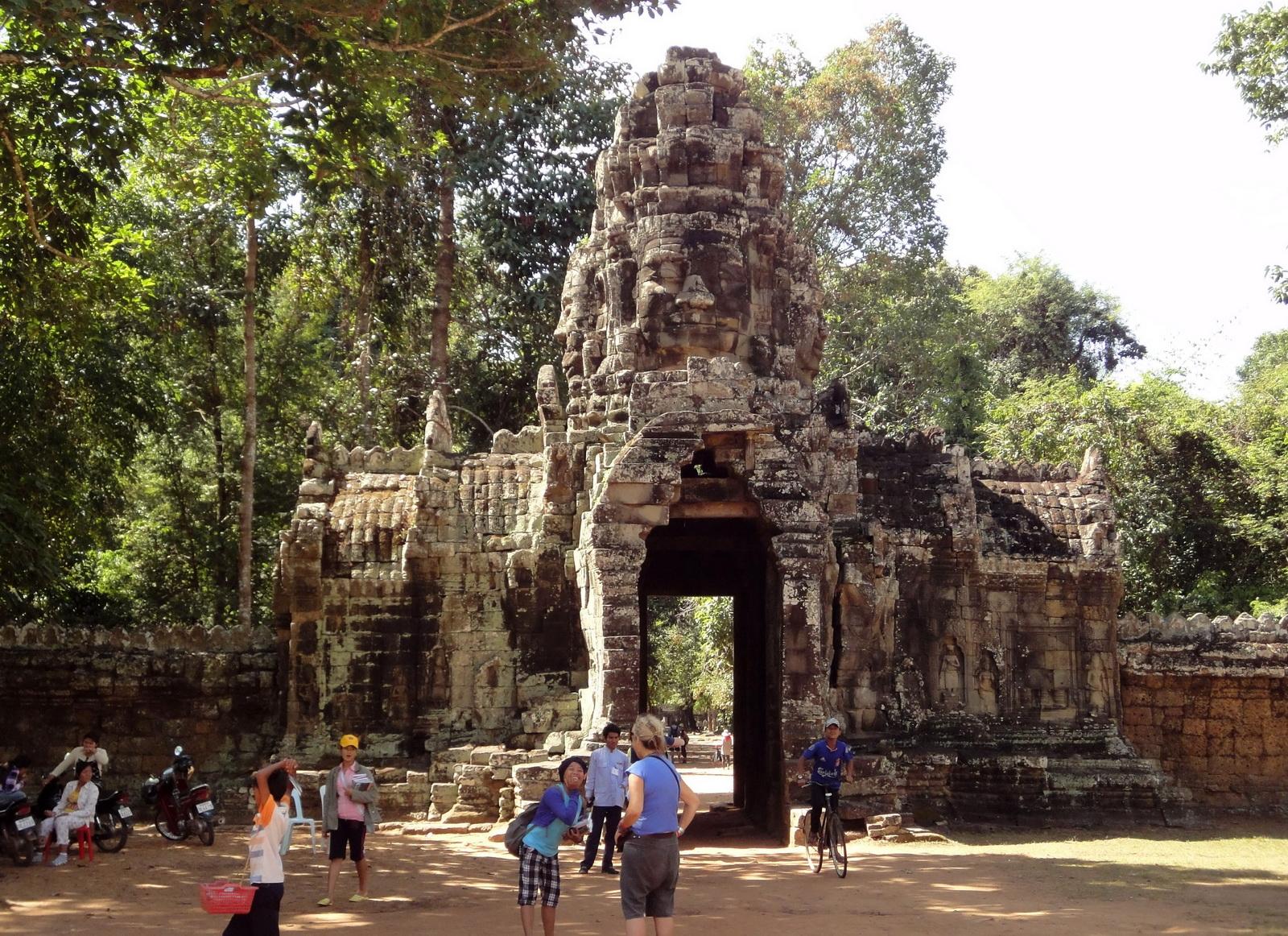 A Banteay Kdei Temple Gopura IV E Bayon style 4 faces 01