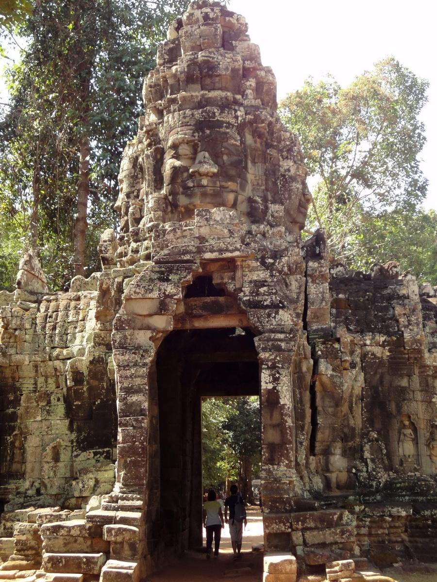A Banteay Kdei Temple Gopura IV E Bayon style 4 faces 02