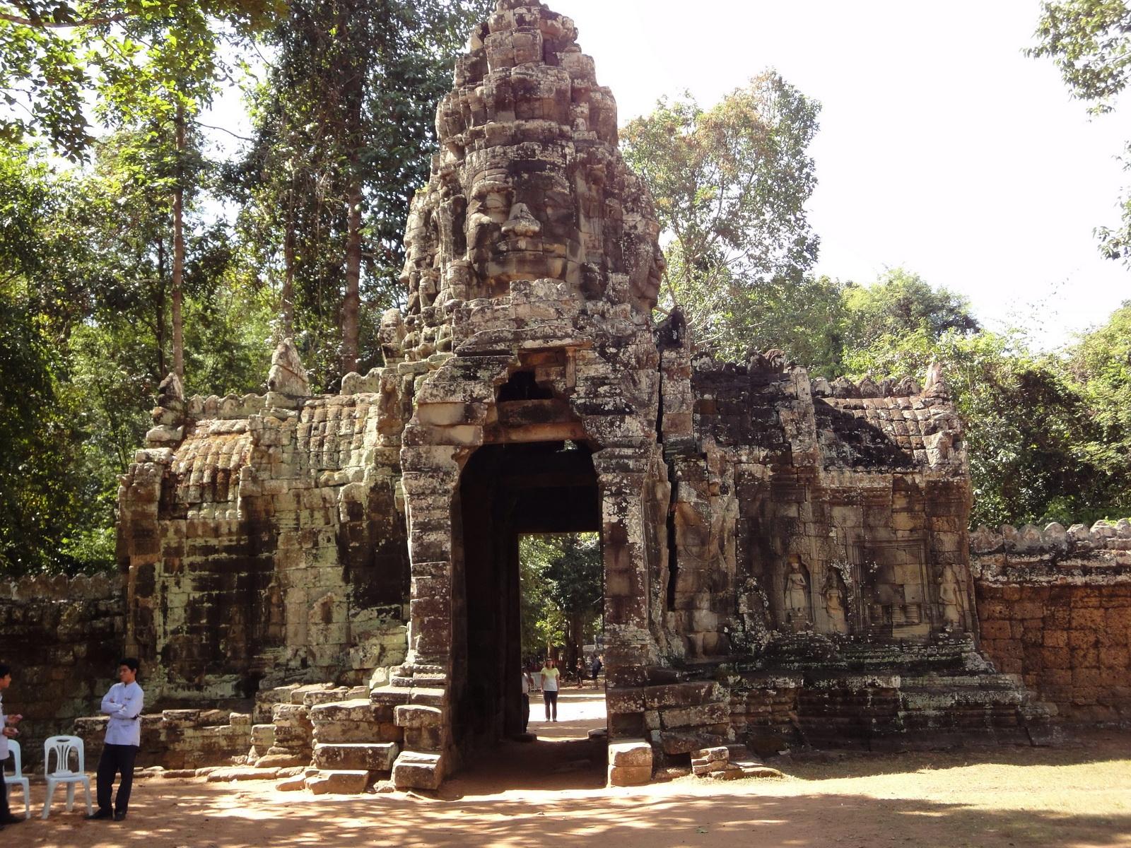 A Banteay Kdei Temple Gopura IV E Bayon style 4 faces 03
